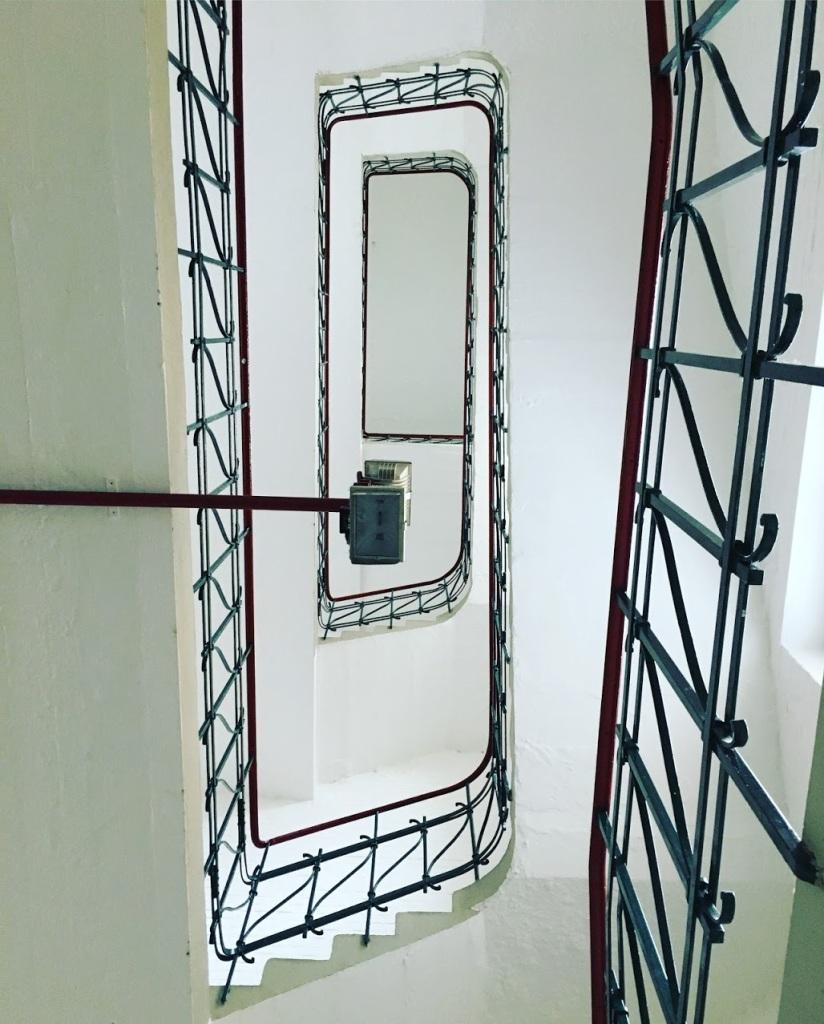 """Fotografie mit dem Titel """"Up"""". Das Bild zeigt eine Treppe nach oben."""